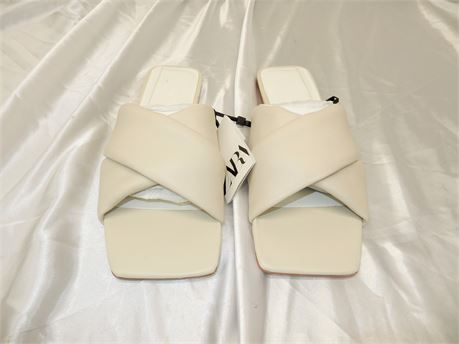 FLAT PADDED LEATHER SANDALS Size 8