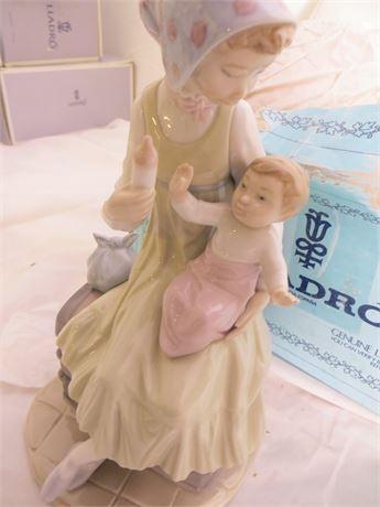 """LLADRO: 5140, Feeding Her Daughter, """"Biberon a su Hija"""""""