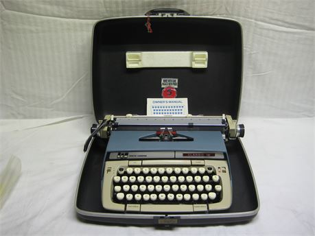 Smith Corona Classic 12 Manual Typewriter With Case