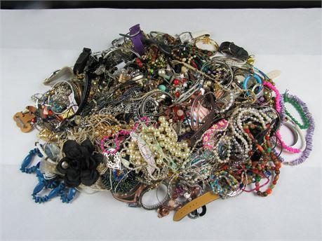 16.5 lbs of Scrap Costume Jewelry M41  (650)