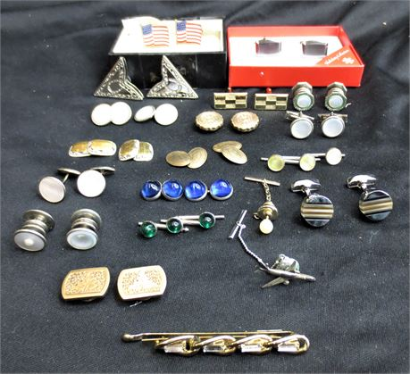Lot of Cufflinks, Collar Tips, and Tie Pins/Clips