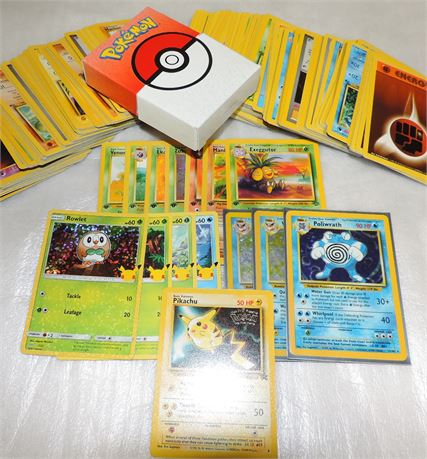 Lot of Pokemon Trading Cards (1999)(200+)