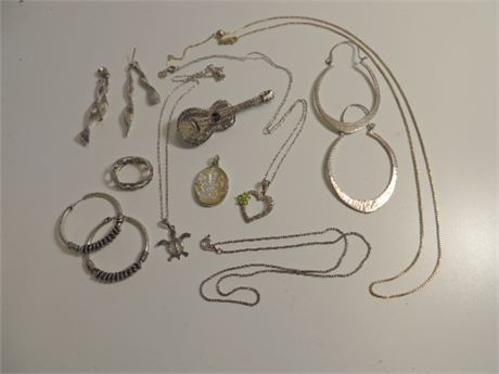 42.7 Grams Of Assorted Sterling Silver Jewelry Pieces
